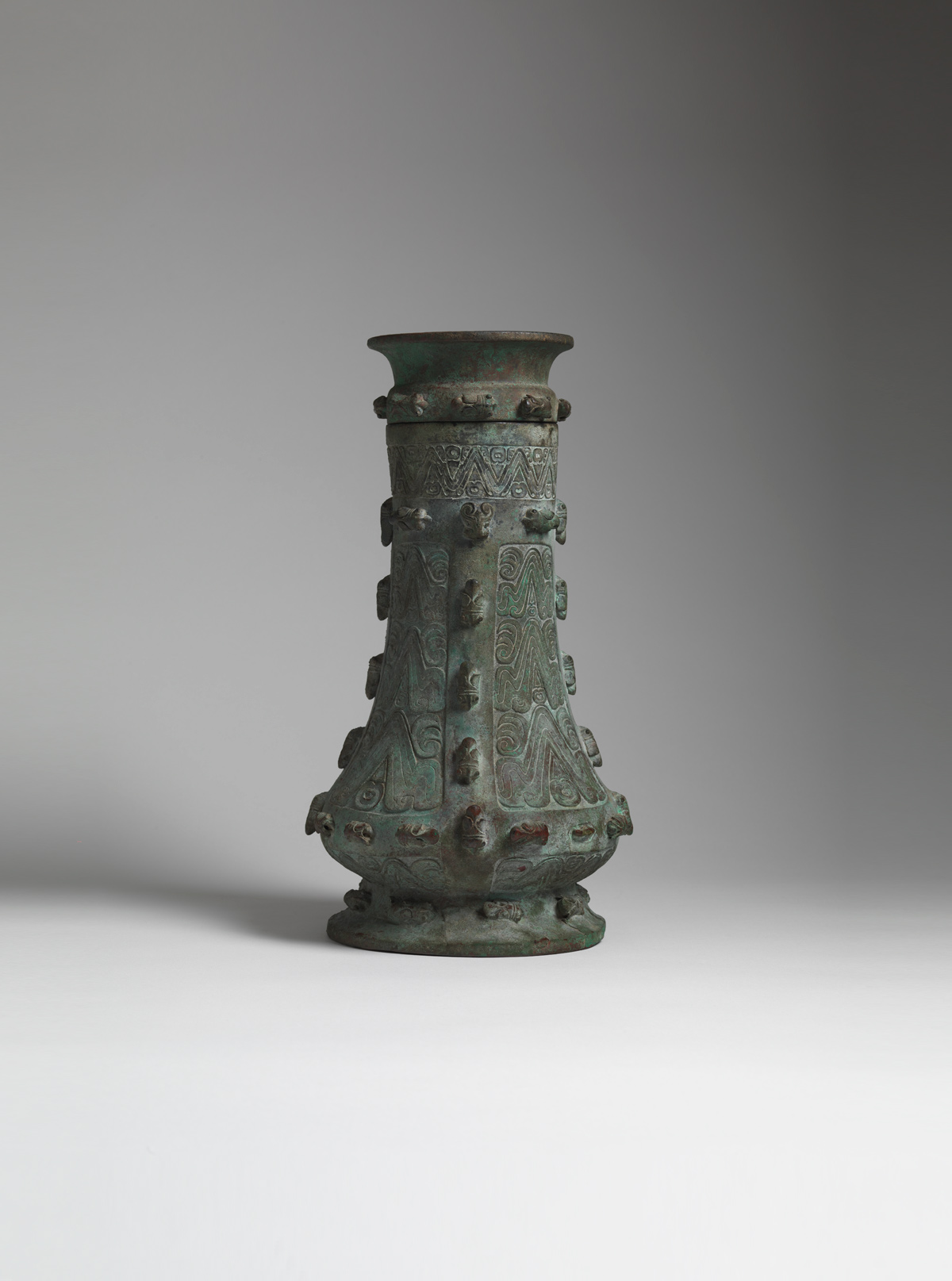 Archaic bronze wine Vessel and cover (hu)