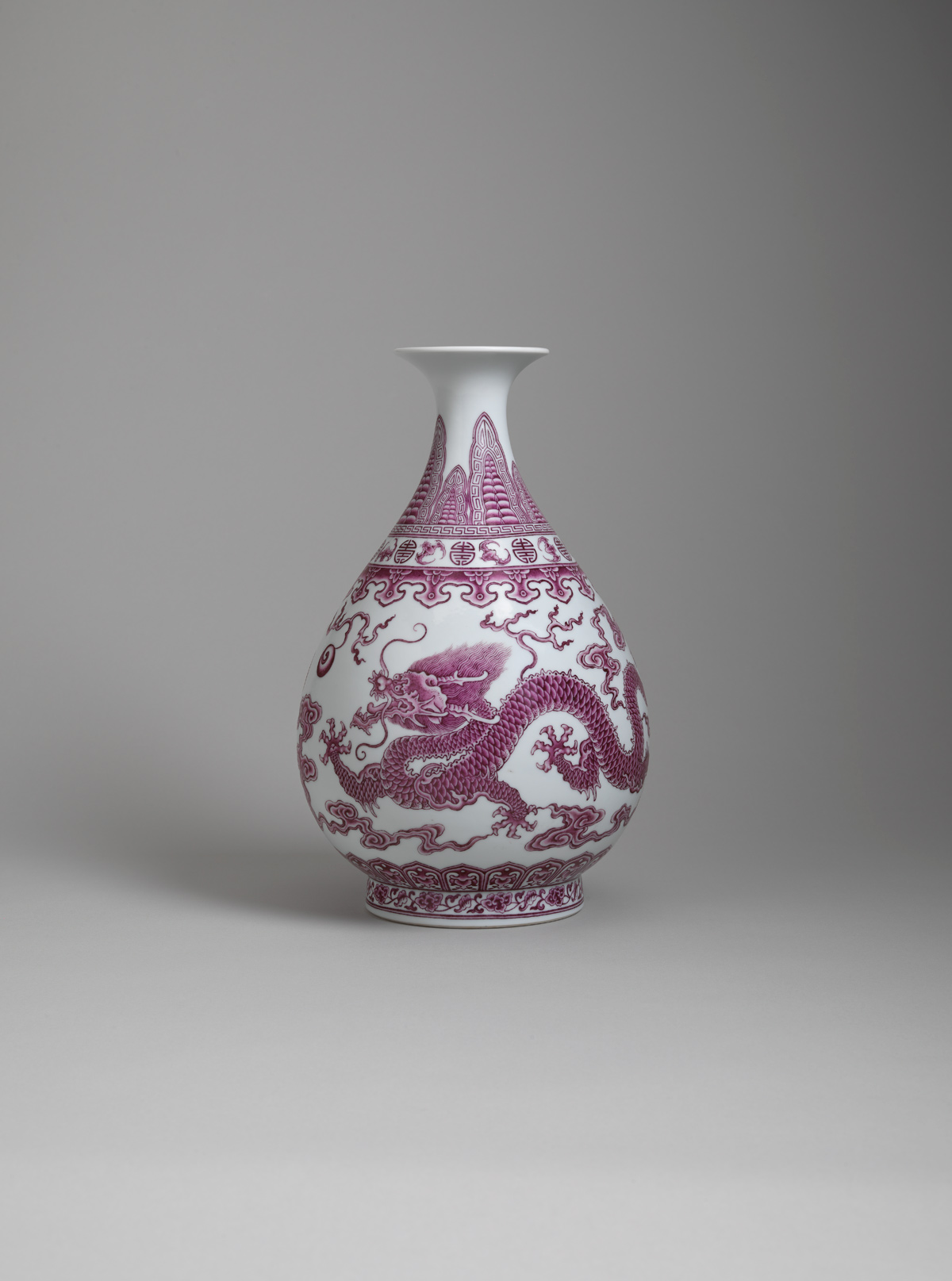 View Falangcai porcelain pear-shaped vase (yuhuchun ping)