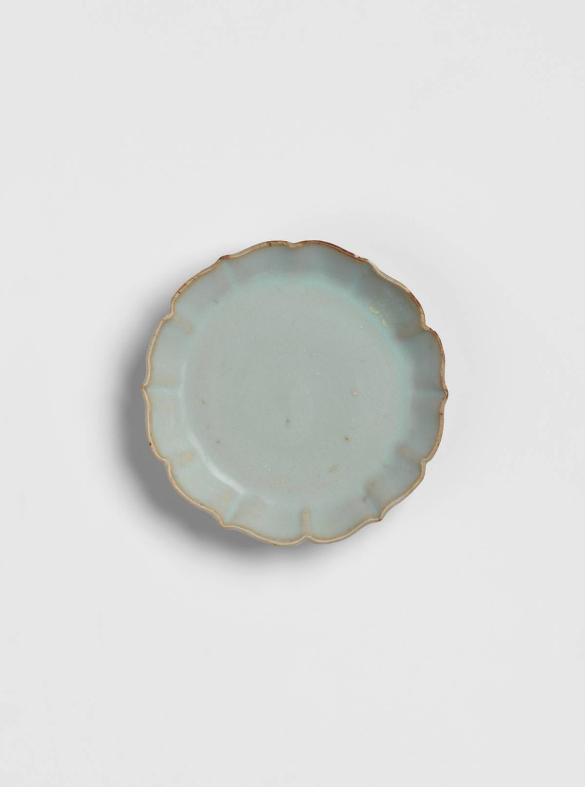 Small glazed stoneware dish with bracketed rim