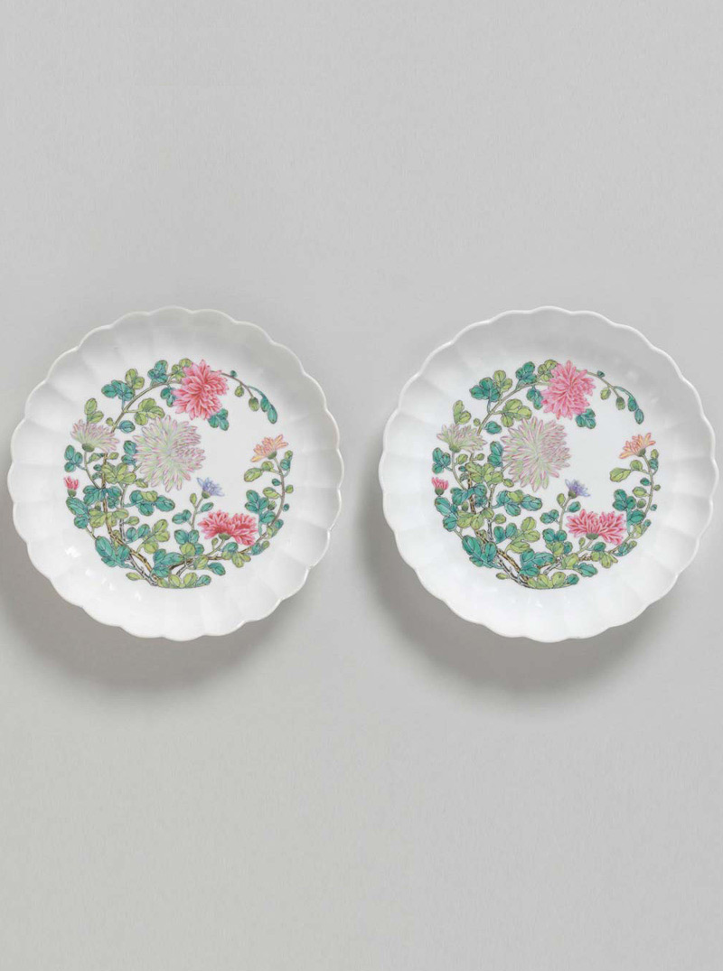 Pair of Famille Rose Chrysanthemum-shaped Porcelain Dishes