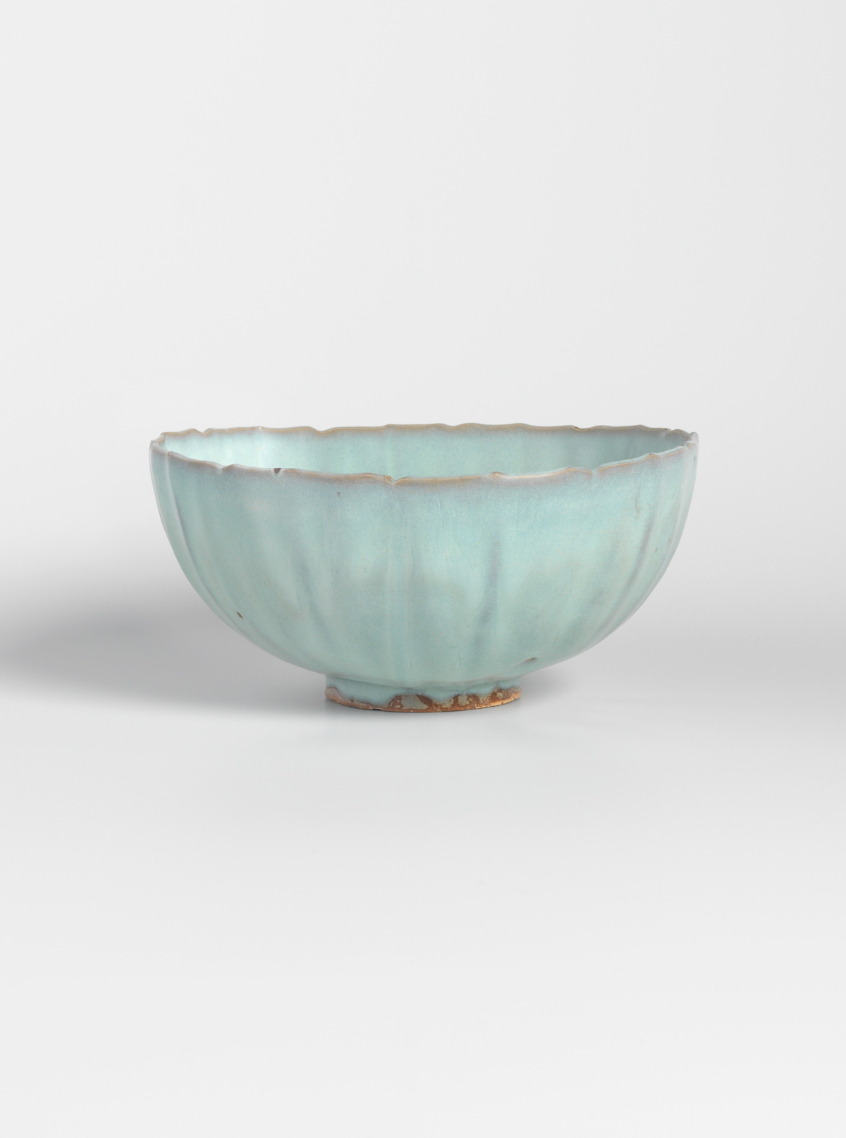 Glazed stoneware bowl with foliate rim